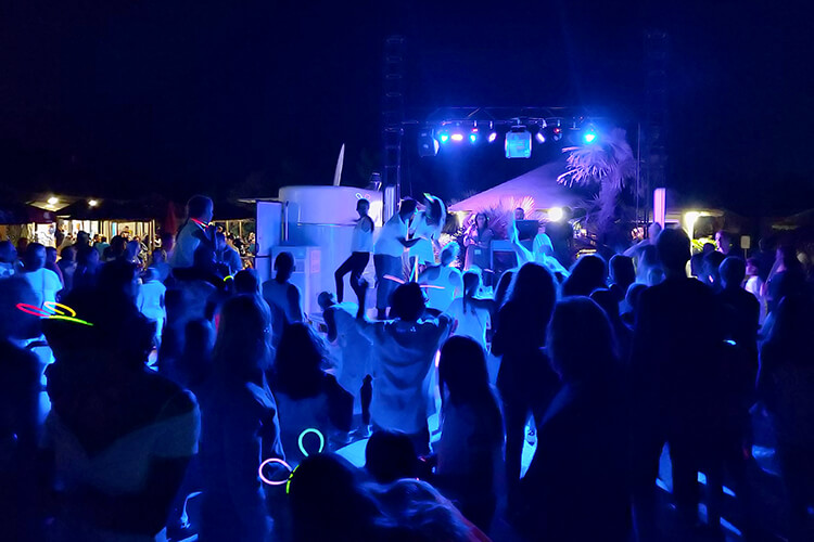 camping-capalonga-neonparty