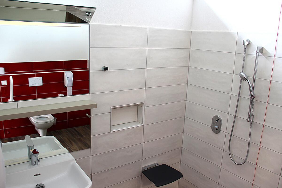 behindeten-wc