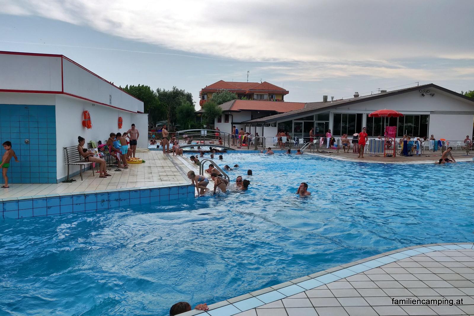camping-miramare-sottomarina-chioggia-pool_2