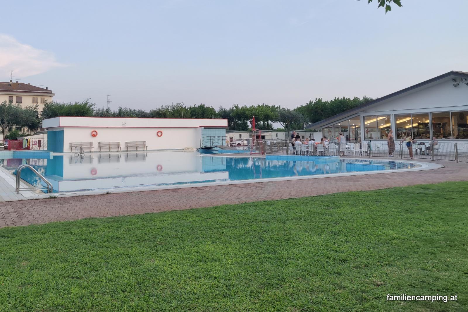 camping-miramare-sottomarina-chioggia-pool_9